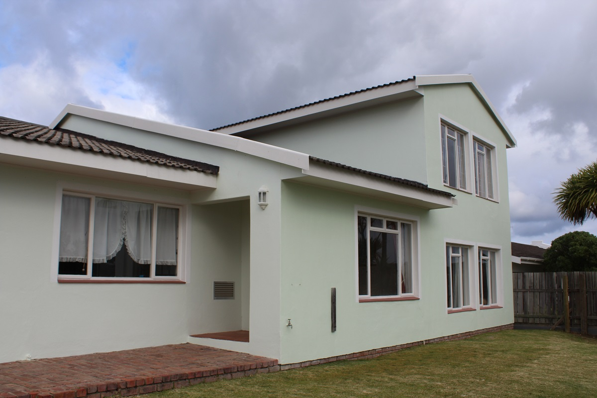 Headway House is perfectly situated in the beautiful coastal town of Plettenberg Bay